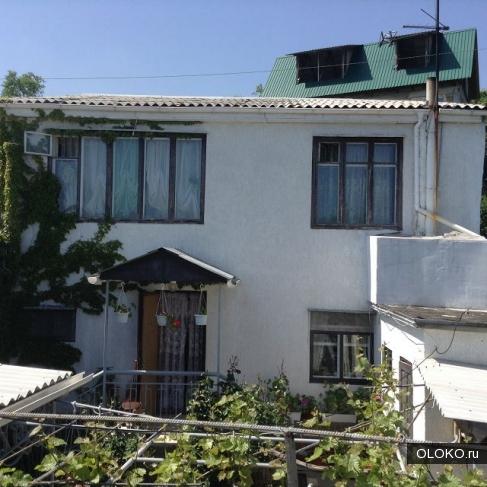 Продам дом, 100 м², участок 2 сотки.