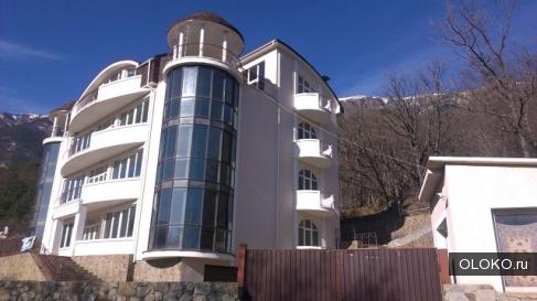 Продам дом, 1071 м², участок 15 соток.