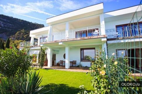 Продам дом, 270 м², участок 16 соток.