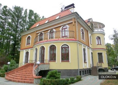 Продам дом, 1000 м², участок 250 соток.