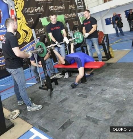 Прочный помост для залов тяжелой атлетики.