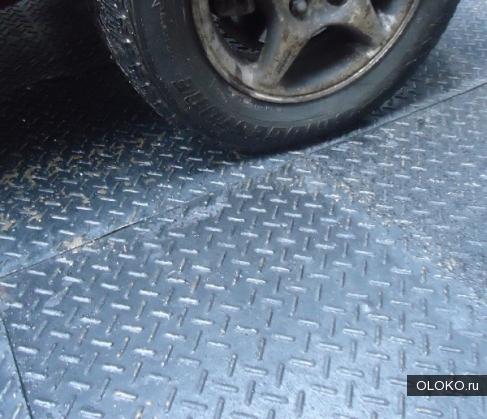 Плитка из цельной резины для укладки на стяжку в гараже.