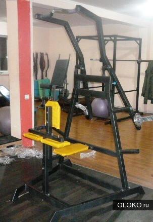 Тренажер Хаммер для силовых упражнений.